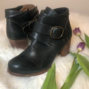 Argila Annabelle green leather buckle booties